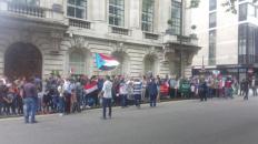 تظاهرة حاشدة أمام السفارة السعودية والإماراتية في لندن تزامنا مع مليونية ٢١ مايو في عدن