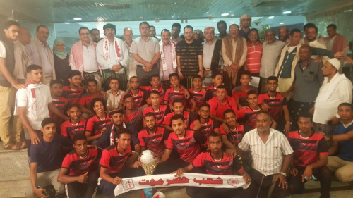 The president of the Southern Transitional Council Meets the Leaders and the Football Team of Sha'b Hadramout Sports Club
