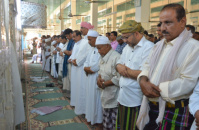 The President Al-Zubaidi and the STC Members Perform Friday Prayers in Al-Shehr District