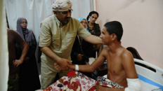 The STC Presidency Headed by Al-Zubaidi Visits the Injured of Terrorist Attacks at Aden Hospitals