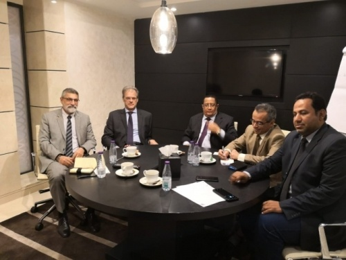 Al-Khobji meets with the French Ambassador to Yemen