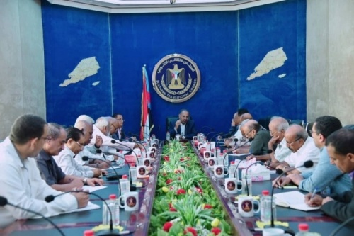 President Al-Zubaidi chairs a meeting for the staff of Transitional Council Foreign Affairs Office