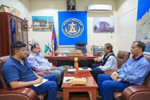 Chairman of the National Assembly meets official spokesman of military and civilian coordination councils in the south