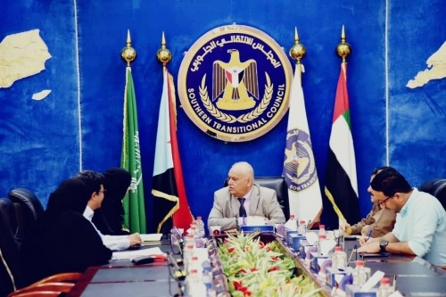 Al-Wali meets the leadership of the oil company in Aden the capital