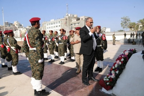 President Al-Zubaidi lays wreath at tomb of Southern Martyr on the anniversary of Independence Day