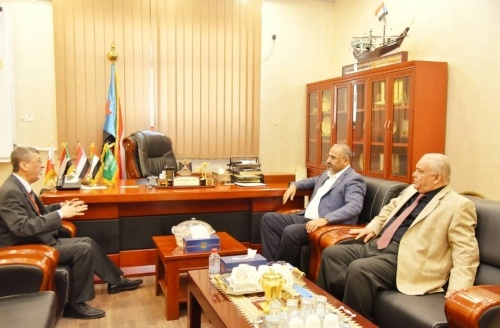 President Al-Zubaidi meets with Head of Aden Chamber of Commerce and Industry