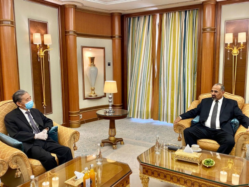 President Aidaroos Al-Zubaidi receives the Chinese Ambassador to Yemen