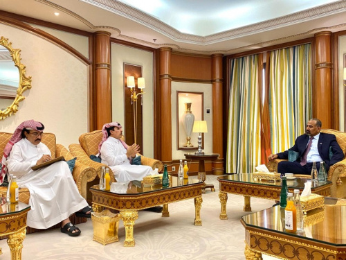 President Al-Zubaidi receives Major General Abdullah Ghanem Al-Qahtani and Brigadier Hassan Al-Shehri