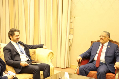 Al-Khobaji meets the British Deputy Ambassador and discusses with him implementing Riyadh Agreement