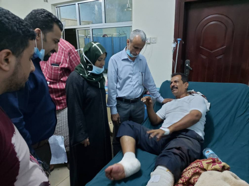 Sooki and Al-Shabhi check on wounded of Aden Airport criminal attack in hospitals of Aden the capital
