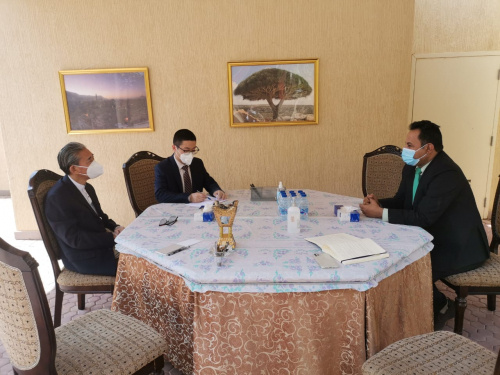 Representative of Transitional Council Foreign Department Al-Shabhi discusses with Chinese ambassador political developments