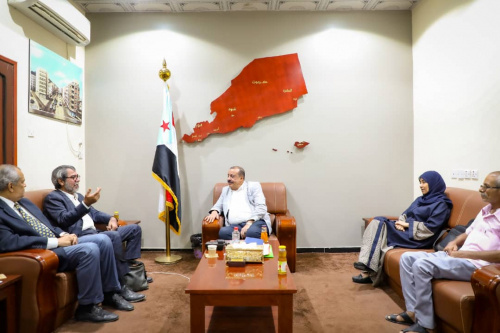 Chairman of the National Assembly meets Director of the Office of UN Envoy in Aden the capital