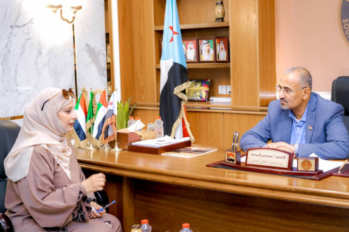 President Al-Zubaidi meets with Director General of the Culture Office in Aden the capital