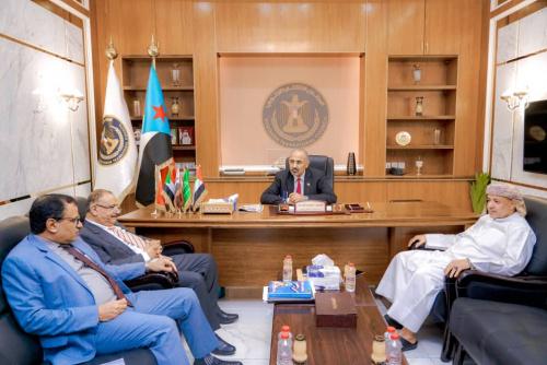 President Al-Zubaidi meets members of Council Presidency Major General Al-Socotri, Sultan Al-Afrar, and Minister of Transport Abdul Salam Humaid