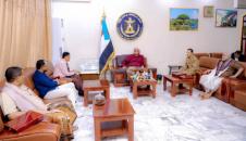 President Al-Zubaidi honors a number of pioneers of humanitarian work in Aden the capital